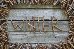 Зима надписи с деревянными ручками на деревянной предпосылке Стоковая Фотография