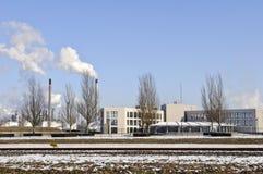 зима нефтеперерабатывающего предприятия офиса ландшафта Стоковое Изображение RF