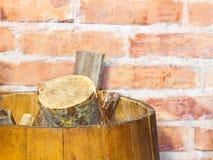 Зима дома. Запас швырка в деревянном бочонке. Нагревать. Стоковое Изображение RF