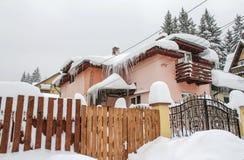 Зима дома снежная Стоковое Изображение