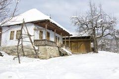зима дома старая стоковая фотография