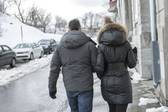 Зима дороги друга идя Стоковое Изображение
