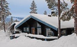 зима пейзажа коттеджа Стоковое Изображение