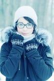 Зима портрета девушки снаружи Стоковые Изображения