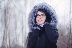 Зима портрета девушки снаружи Стоковое Изображение