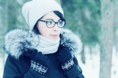 Зима портрета девушки снаружи Стоковая Фотография RF
