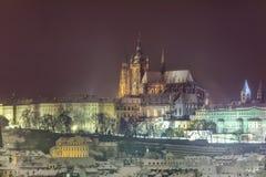 Зима Прага, замок и собор St Vitus взгляд городка республики cesky чехословакского krumlov средневековый старый Стоковые Фотографии RF