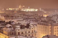 Зима Прага, замок и собор St Vitus взгляд городка республики cesky чехословакского krumlov средневековый старый Стоковое Изображение RF