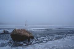 Зима приходит замороженное море Ничего побило утесы стоковое фото rf