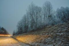 Зима приходит замороженное море Ничего побило утесы Стоковые Изображения