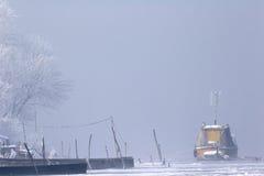 зима реки льда шлюпок замерли danube, котор средняя старая стоковое изображение rf