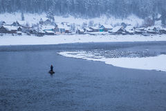 Зима Рыболовы в шлюпке Стоковое фото RF