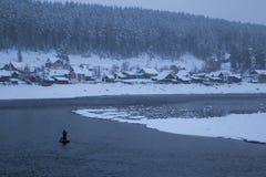 Зима Рыболовы в шлюпке Стоковые Фотографии RF
