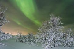 Зима, снег, рассвет, северное сияние, ноча, звезды Стоковые Изображения RF