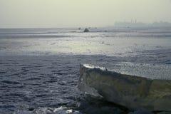 Зима сняла блока льда на замороженном озере Стоковое Изображение