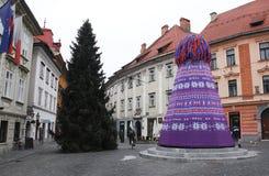 Зима украсила фонтан в Любляне Стоковые Фотографии RF