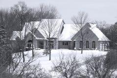 зима установки красивейшего дома страны secluded Стоковая Фотография