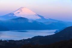 Зима Фудзи горы в утре Стоковое фото RF
