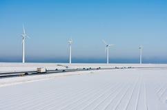 зима windturbines ландшафта хайвея Стоковые Изображения RF