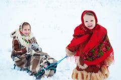 Зимнее время - счастливые каникулы на сельской местности Стоковая Фотография