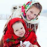 Зимнее время - счастливые каникулы на сельской местности Стоковые Фотографии RF