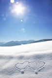 Зимний баварский ландшафт с сердцами влюбленности и ярким светом w Стоковые Изображения RF