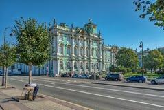 Зимний дворец греясь в солнечности стоковые фото