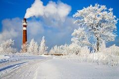Зимний день и промышленное загрязнение воздуха Стоковое Изображение