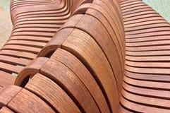 Змейчатые деревянные посадочные места стоковая фотография