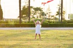 змей девушки летания немногая Стоковое Изображение RF