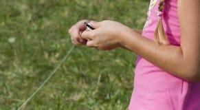 змей девушки немногая играя Стоковая Фотография