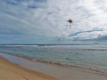 Змей летая над Seashore соотечественника Гаттераса накидки стоковое изображение rf