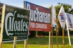 Знаки выбранного на общественном угле перед всеобщими выборами Стоковое фото RF