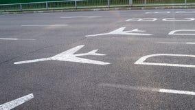 Знаки крупного аэропорта дирекционные Стоковая Фотография RF