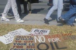 Знаки протеста на лужайке на ралли мира Стоковое Изображение RF
