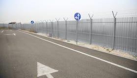 Знаки прямого и левого поворота Стоковые Изображения RF