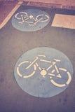 Знаки пути велосипеда на дороге Стоковое Изображение RF