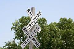 Знаки скрещивания железной дороги стоковые изображения rf