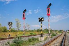 Знаки тренируют в сельской местности в Lopburi, Таиланде Стоковые Изображения RF
