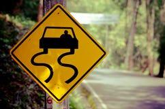 Знаки уличного движения около проселочной дороги Стоковые Изображения