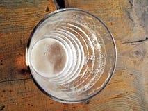 Знаки чашки и пива питья истощаться стоковые фотографии rf