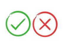 Знаки щетки тикания и креста Зеленая контрольная пометка ОДОБРЕННАЯ и красные значки x, изолированные на белой предпосылке Просты Стоковые Фото