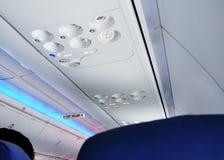 Знак аварийного выхода на самолете Стоковая Фотография RF