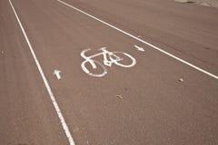 Знак автостоянки велосипеда на улице Стоковая Фотография RF