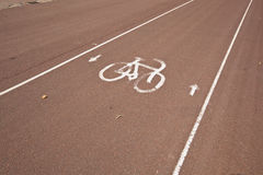 Знак автостоянки велосипеда на улице Стоковое Изображение