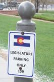 Знак автостоянки законодательой власти Колорадо стоковые фотографии rf