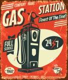 Знак бензоколонки Grunge ретро Стоковое Изображение RF