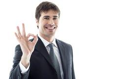 знак бизнесмена одобренный показывая Стоковое Фото