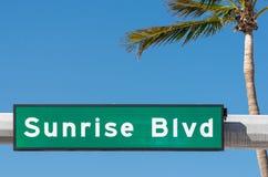 Знак бульвара восхода солнца Стоковые Фотографии RF