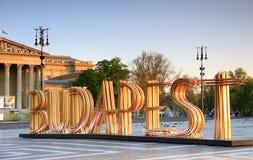 Знак Будапешта на героях квадратных Стоковая Фотография